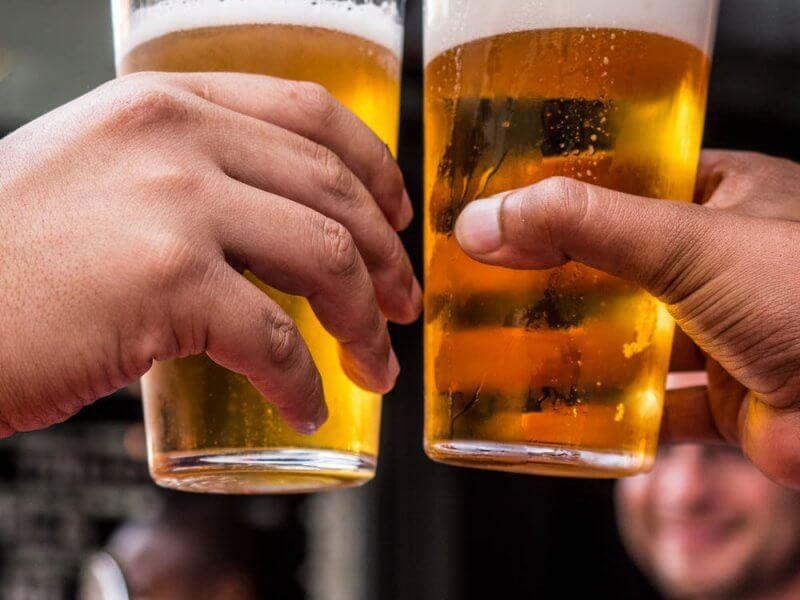 ¿Es bueno beber una cerveza al día? ¿Es malo?